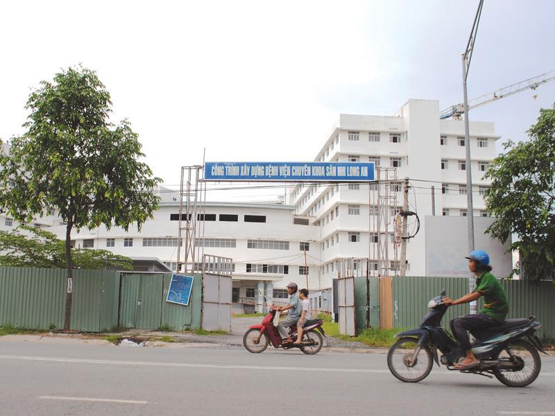 10 năm không xong bệnh viện: Bí tiền, nhờ tư nhân giải cứu