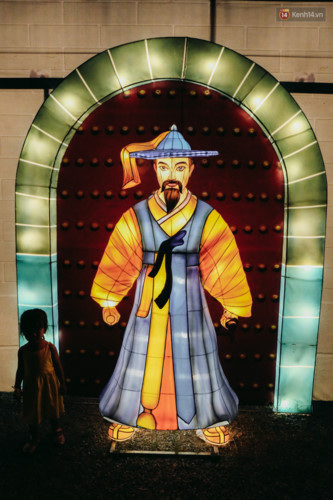 Miniatures of world landmarks lit up in HCM City