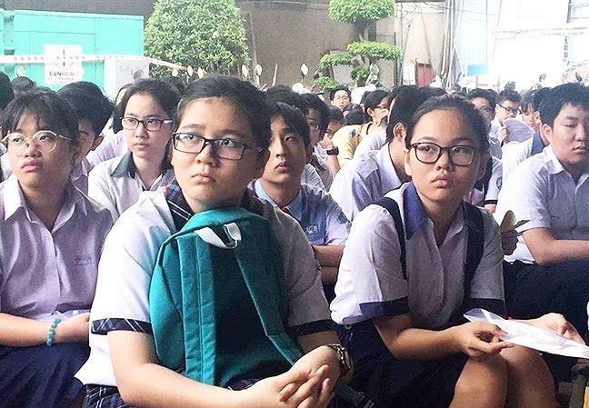 More Vietnamese parents send children abroad for secondary education