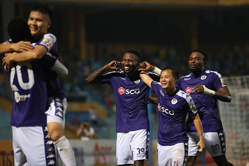 'Chung kết' lượt đi V-League: Hàng Đẫy còn... pháo sáng?