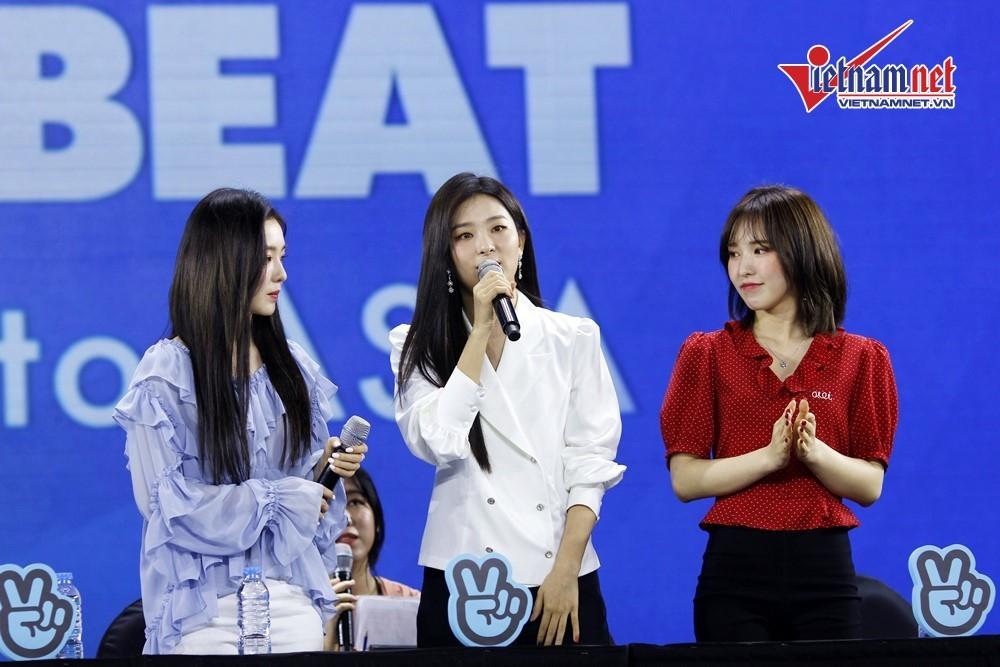 Red Velvet, Jeong Sewoon nhiệt tình cổ vũ fan Việt Nam thi đại học