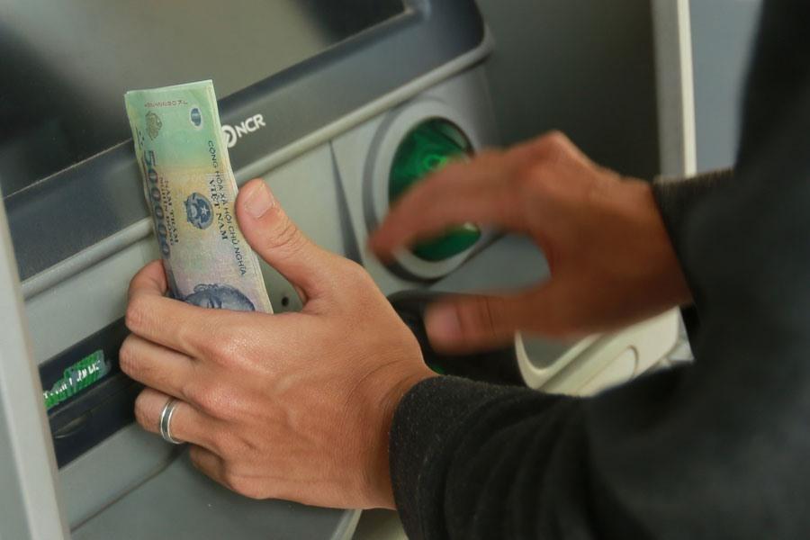Chuyển khoản nhầm,rút tiền,chiếm đoạt tài sản
