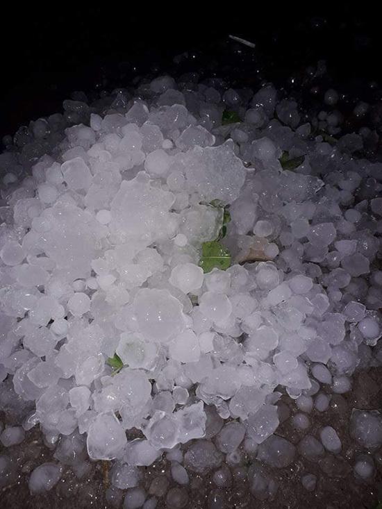 Vài phút mưa, Tuyên Quang hứng đá như trái ổi găng lăn lông lốc