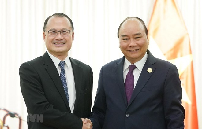 Vietnamese PM meets with representatives from Chinese firms