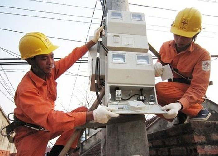 HCM City experiences hot weather electricity spike