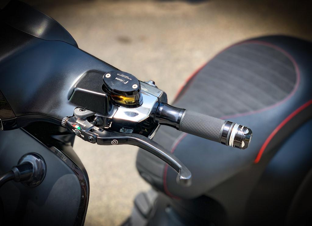 Vespa Sprint độ dàn đồ chơi trị giá trăm triệu của biker Sài Gòn