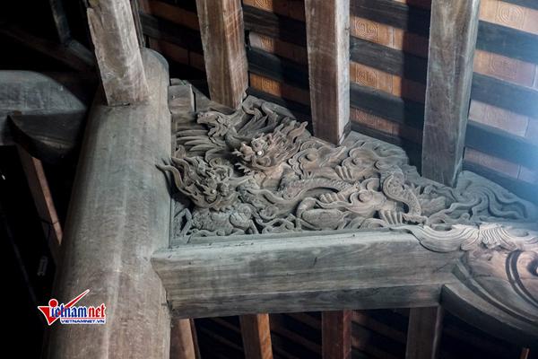 Nhiều họa tiết tinh xảo tại chùa Dâu