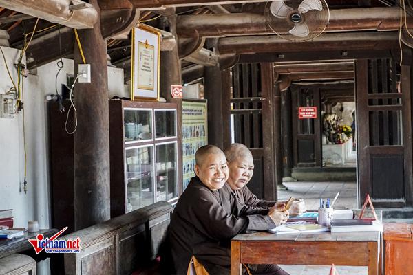Bàn ghi công đức tại chùa Dâu