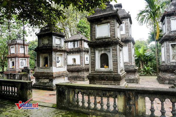 Vườn tháp cổ là nơi đểtro cốt nhục thân của các vị sư trụ trì