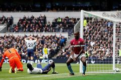 Tottenham thua sốc West Ham ngay trên sân nhà