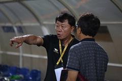 CLB TPHCM tuột ngôi đầu V-League: Ai tiếc thầy Chung?