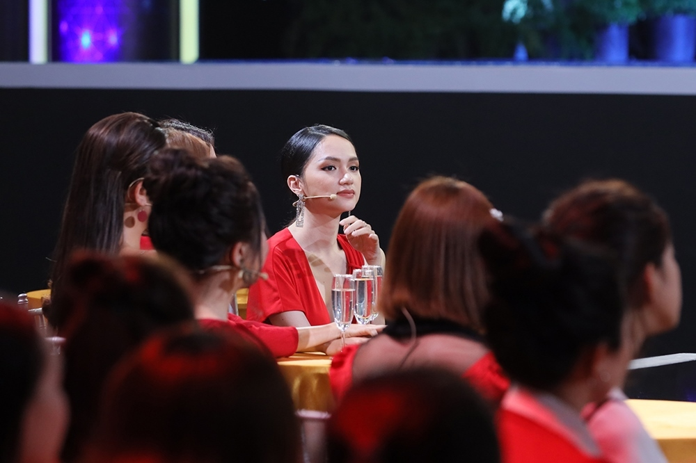 Hoa hậu Hương Giang sành sỏi dạy cả dàn hotboy cách 'cua gái'