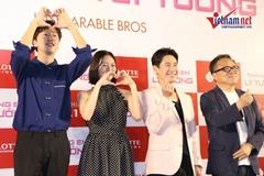Hơn 1000 fan Việt bất chấp thời tiết 'nóng như lửa' chào đón Lee Kwang Soo