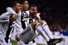 Ronaldo lập siêu kỷ lục, Juventus thoát thua trước Inter