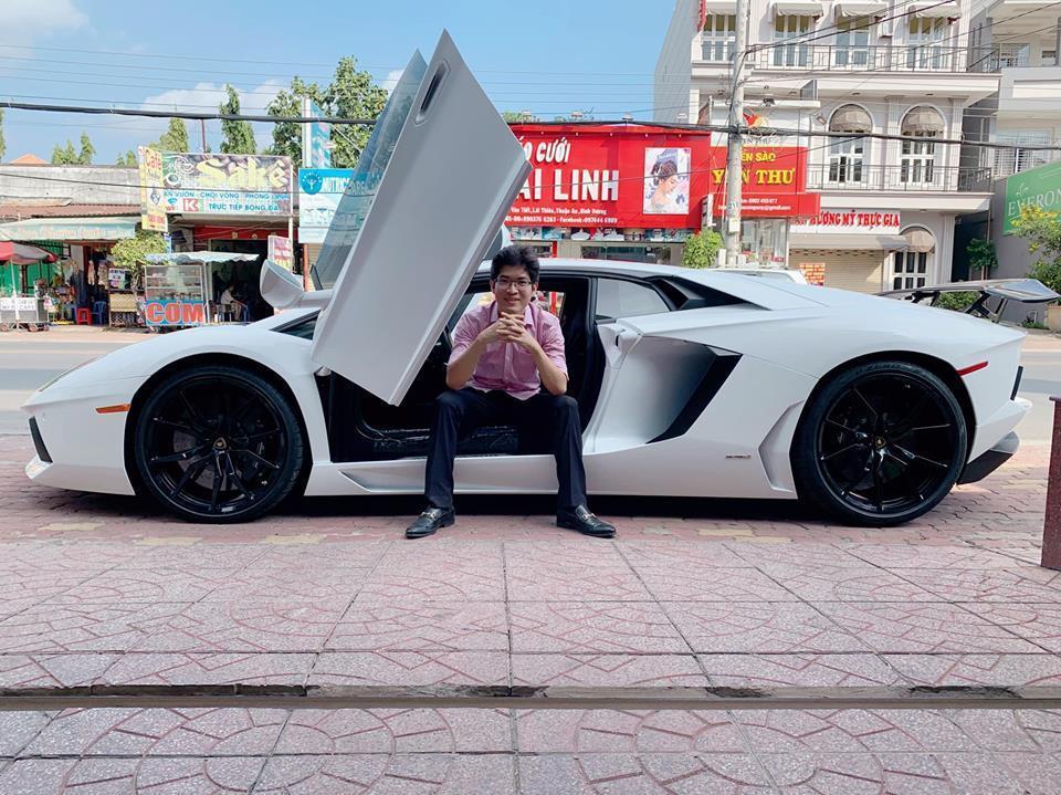 Đại gia Việt chịu chơi bỏ chục tỷ sắm siêu xe 'bò vàng' Lamborghini