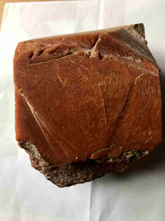 Lão ngư Ninh Bình vớ được báu vật biển triệu USD: Xẻ miếng nhỏ bán 800 triệu