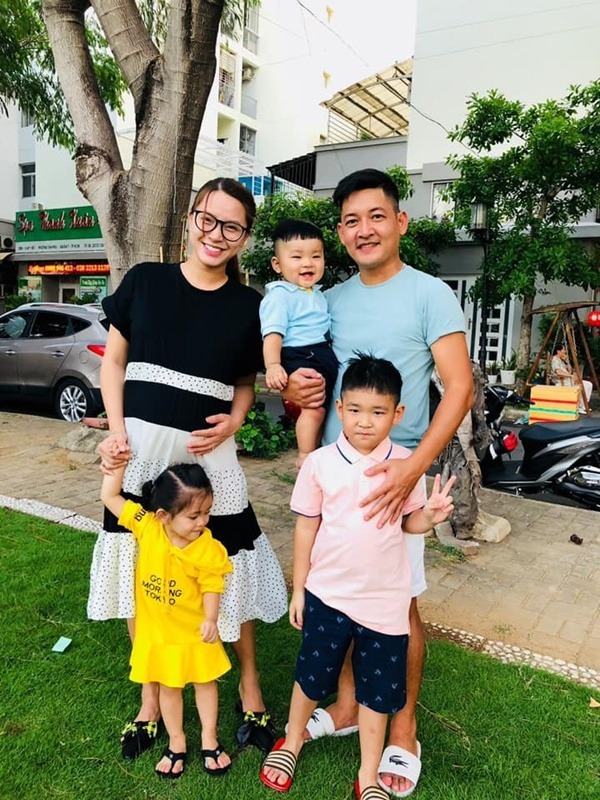 Sao Việt chơi lễ 30/4 - 1/5: Người tưng bừng bên gia đình, người sexy bên biển
