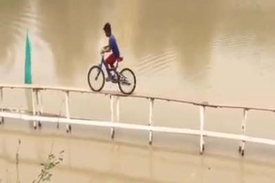 """Đua xe đạp phiên bản Ấn Độ, các tay đua chuyên nghiệp cũng phải """"khóc thét"""""""