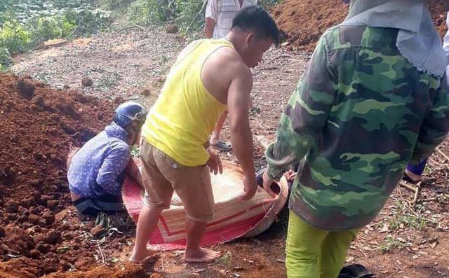 Truy bắt anh rể cũ, kẻ chém chết 2 em vợ ở Yên Bái