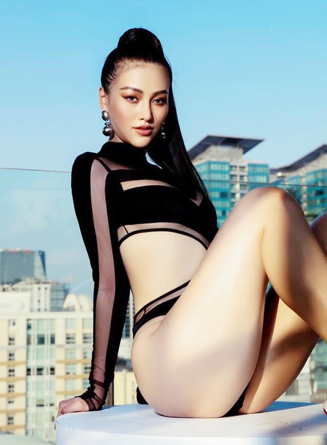 Kỳ Duyên, Angela Phương Trinh... mặc đồ bơi lộ 'siêu vòng 3' nảy nở bất ngờ