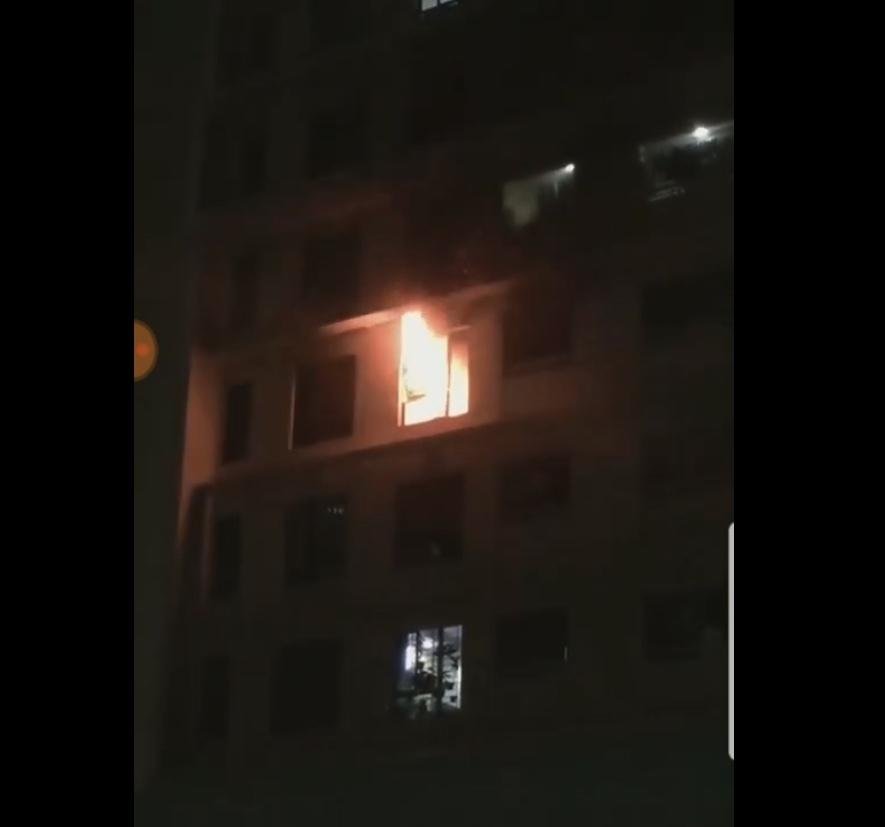 Chung cư Sài Gòn hơn 3.000 căn hộ cháy lúc nửa đêm