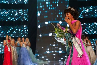 Thiếu nữ tóc xù đăng quang Miss Teen USA 2019