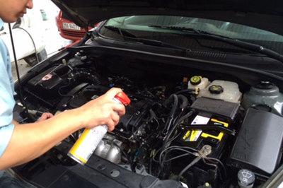 """Rửa khoang động cơ ô tô: Sai 1 ly """"đi"""" luôn cả xe!"""