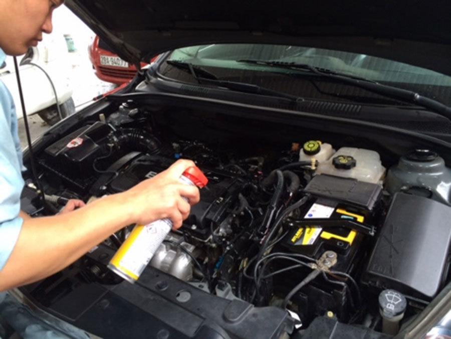 Rửa khoang động cơ ô tô: Sai 1 ly 'đi' luôn cả xe!