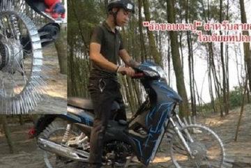 Xe máy gắn đinh của Youtuber Nguyễn Thành Nam lên báo ngoại