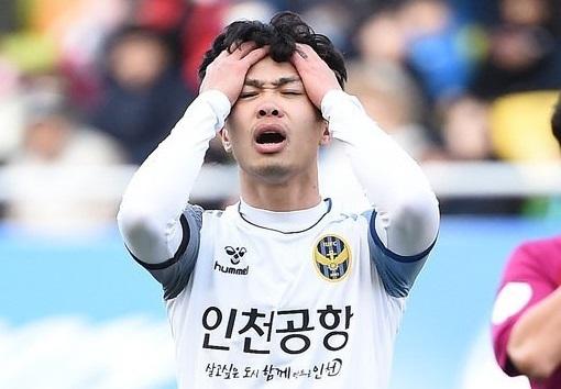 Công Phượng mất tích ở Incheon: Trở về có khi cũng... muộn!