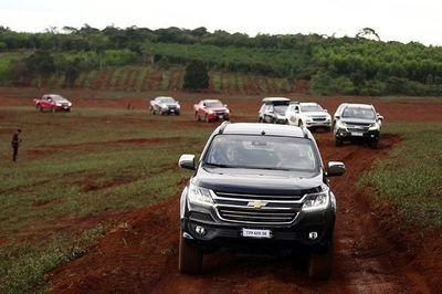 Ô tô nhập khẩu tăng gấp 5 lần, vì sao giá chưa giảm?