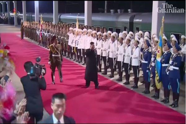 Người Triều Tiên ra ga tàu đón chào Chủ tịch Kim Jong Un