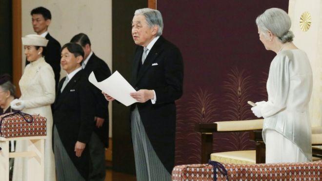 Nhật hoàng Akihito chính thức thoái vị