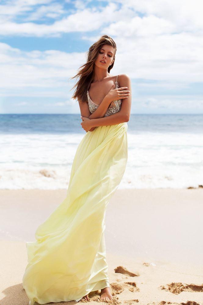 Đường cong hoàn hảo của chân dài Carmella Rose gây chao đảo