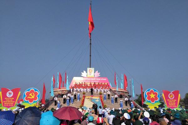 Lễ thượng cờ 'Thống nhất non sông' tại Quảng Trị