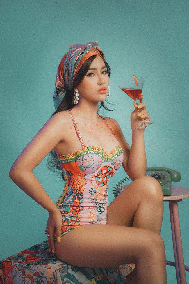 Vẻ nóng bỏng của mỹ nhân được gọi là 'phù thuỷ' của làng DJ Hà Nội