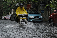 Dự báo thời tiết 1/5: Bắc Bộ mưa dông diện rộng ngày cuối nghỉ lễ