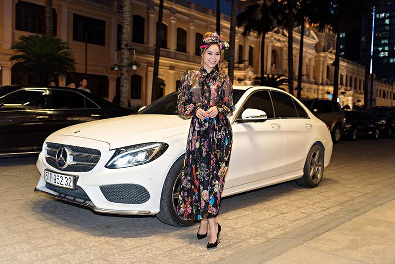 Ninh Dương Lan Ngọc 29 tuổi sở hữu 2 nhà, xe sang, nhẫn kim cương, đồ hiệu