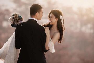 Hôn nhân con gái bầu Đệ với chồng cao 1m93