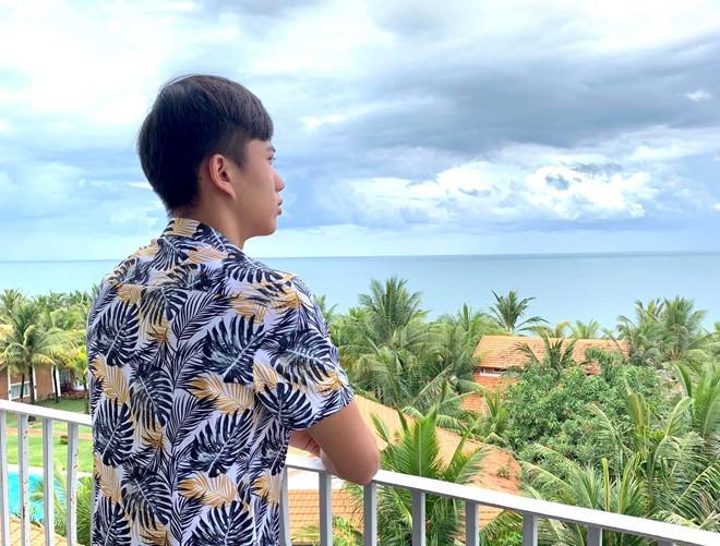 Cầu thủ Việt trong kỳ nghỉ lễ: Hồng Duy dọn rác, Ngọc Hải ở bên vợ con