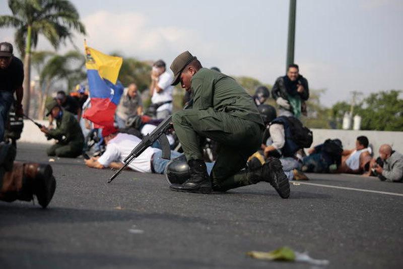Tổng thống Venezuela 'tái xuất', bác tin đồn 'chạy sang Cuba'