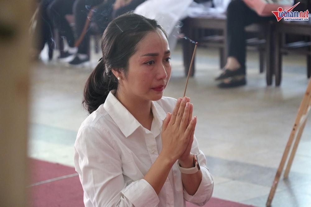 Sức khỏe Mai Phương bất ổn, mặt bị sưng phù không thể đến viếng Lê Bình