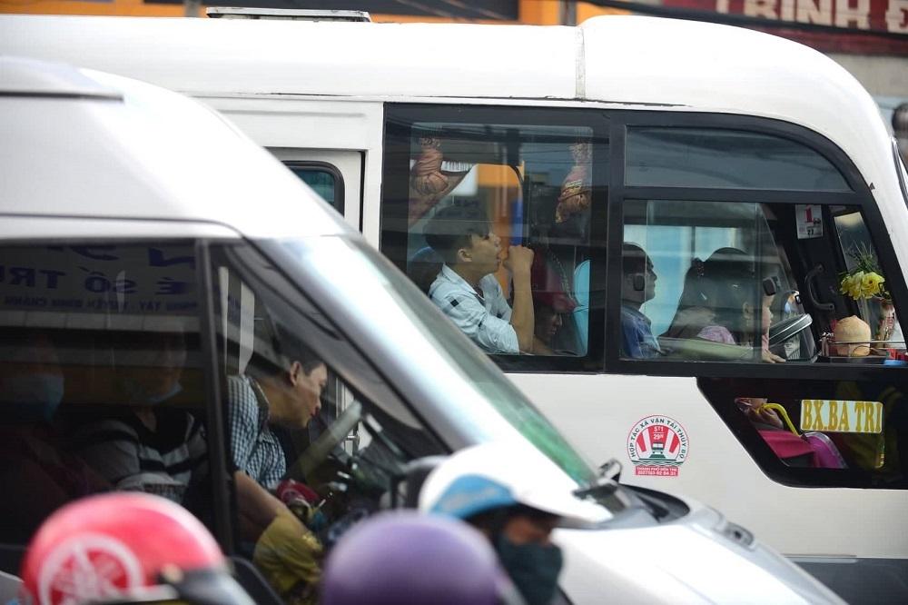 Bến phà 'nghẹt thở', cửa ngõ kẹt cứng khi người dân trở lại Sài Gòn sau lễ
