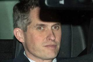 Bộ trưởng Quốc phòng Anh mất chức vì rò thông tin về Huawei