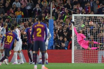 Quay chậm cảnh Messi vẽ siêu phẩm vào lưới Liverpool