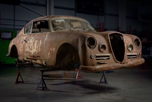 Xe Lancia rỉ sét và cũ nát được hồi sinh đẹp long lanh