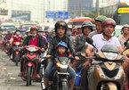 Heavy holiday traffic blocks highways into Hanoi, HCM City