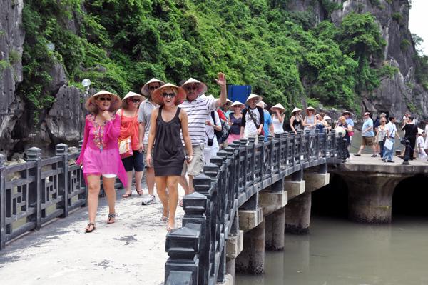 Các nước miễn visa, tại sao Việt Nam không miễn cho chúng tôi?