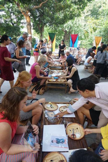 Fun excursion and workshop in Van Phuc silk village