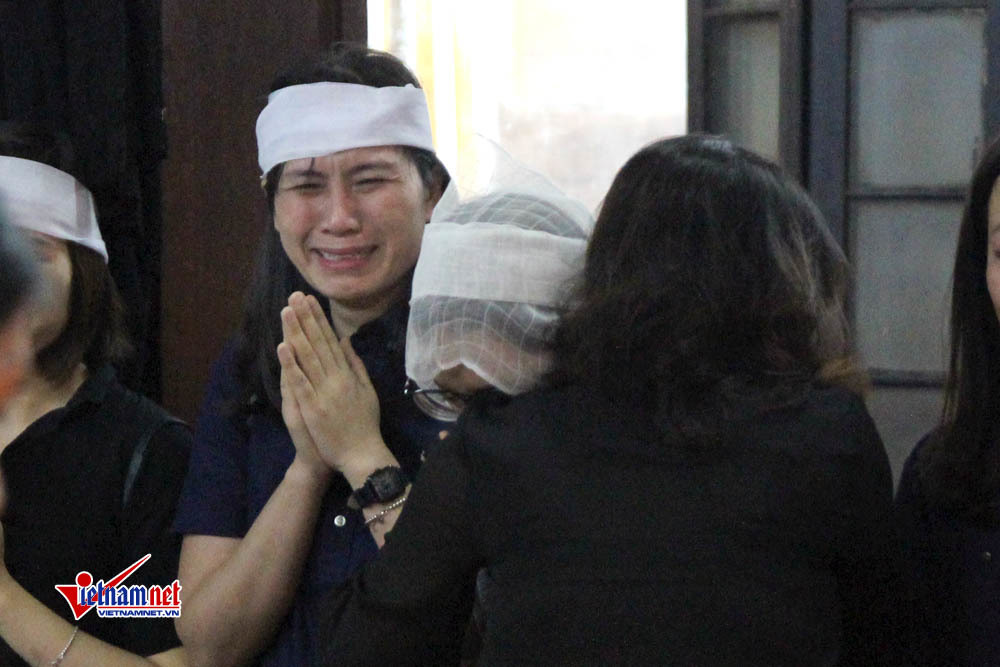 Tang lễ đẫm nước mắt nạn nhân vụ tai nạn ở hầm Kim Liên
